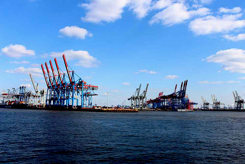 Hamburg-harbour-cranes