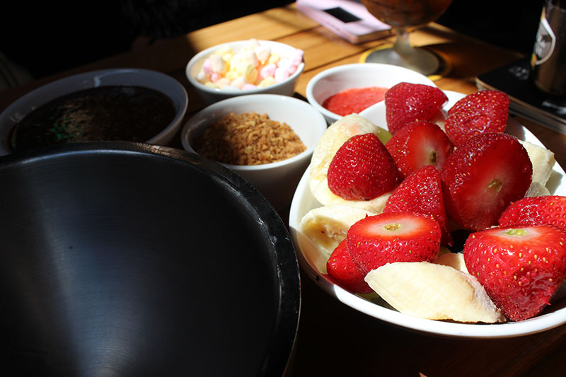 ice-dipping-fruit-and-topping