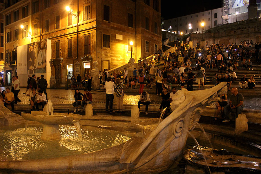 rome-piazza-di-spagna-at-night