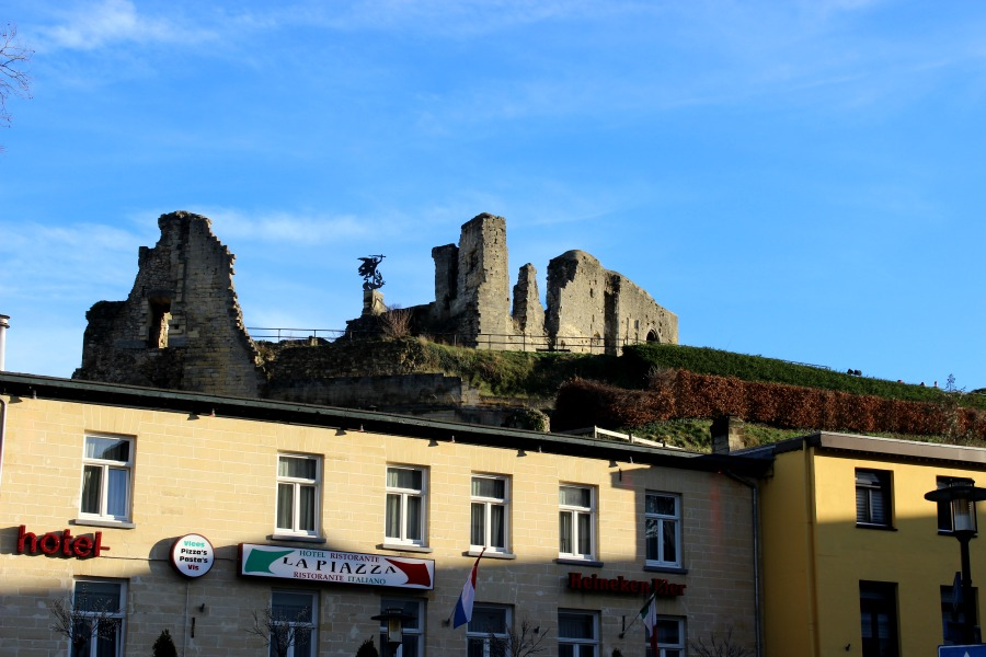 castle ruin valkenburg