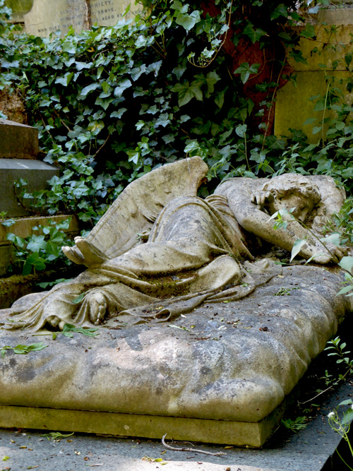 angel-highgate-cemetery