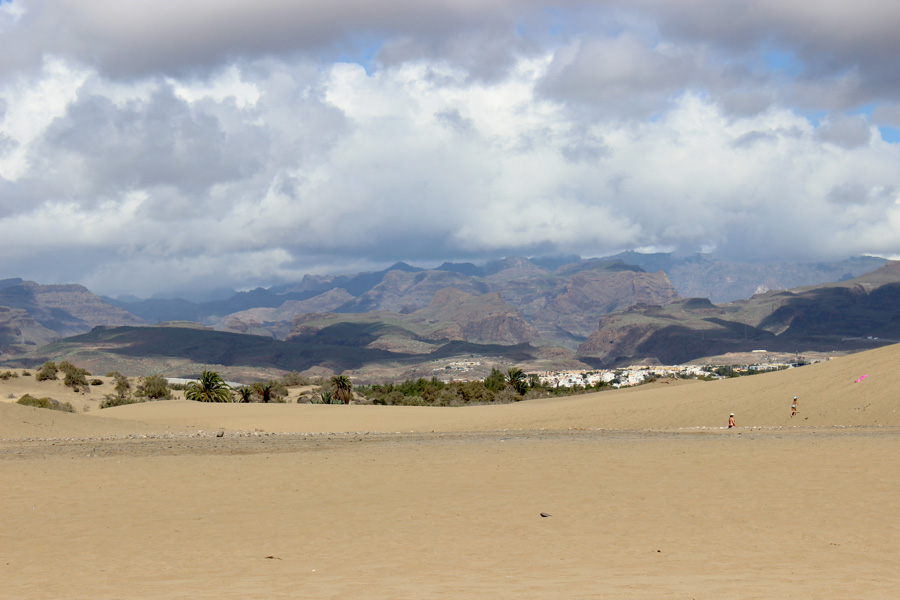 dunes-and-mountains-maspalomas