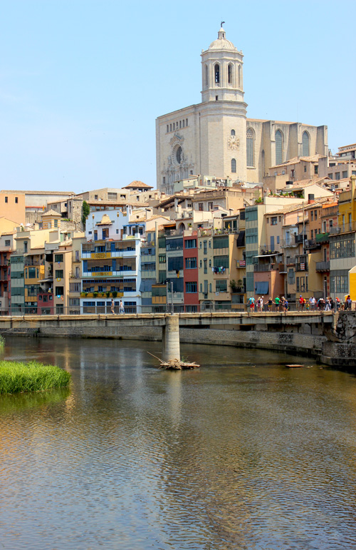 Girona's Colourful Riverside