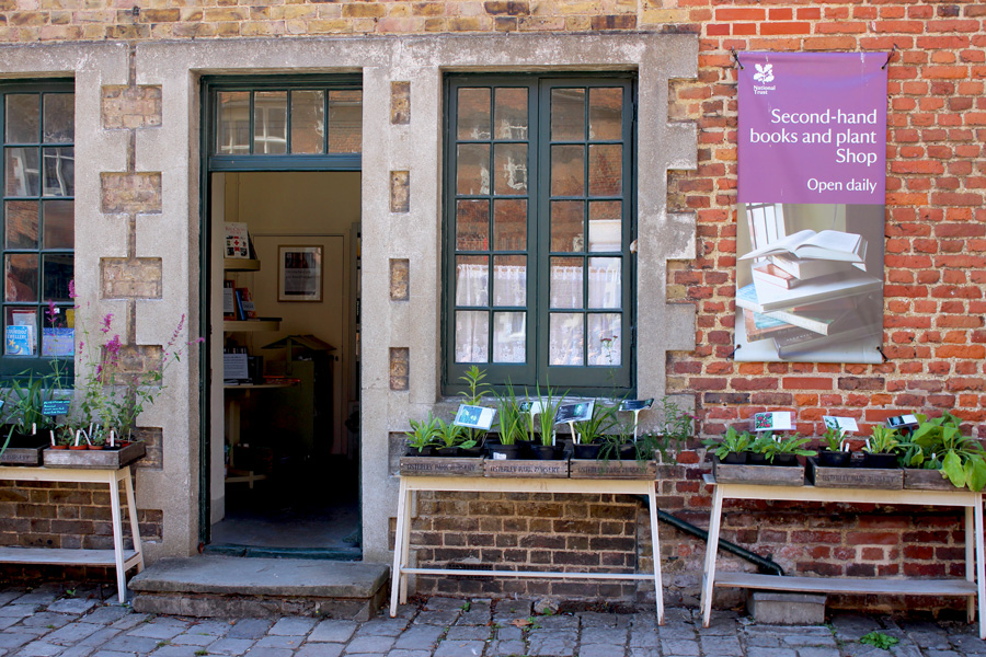 Osterley-secondhand-bok-and-plant-shop