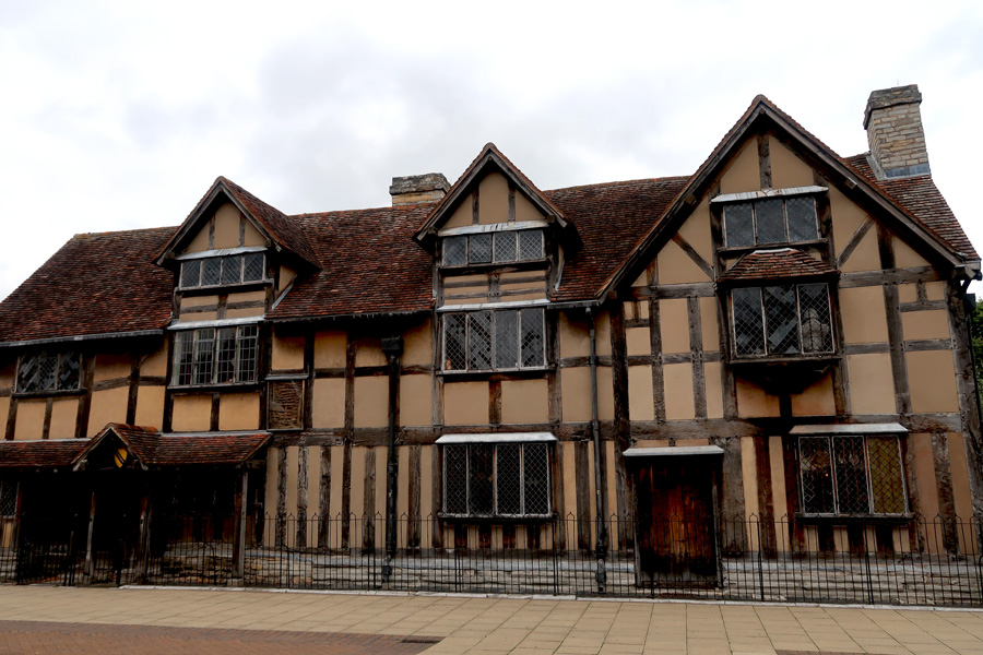 shakespeares-birthplace-exterior