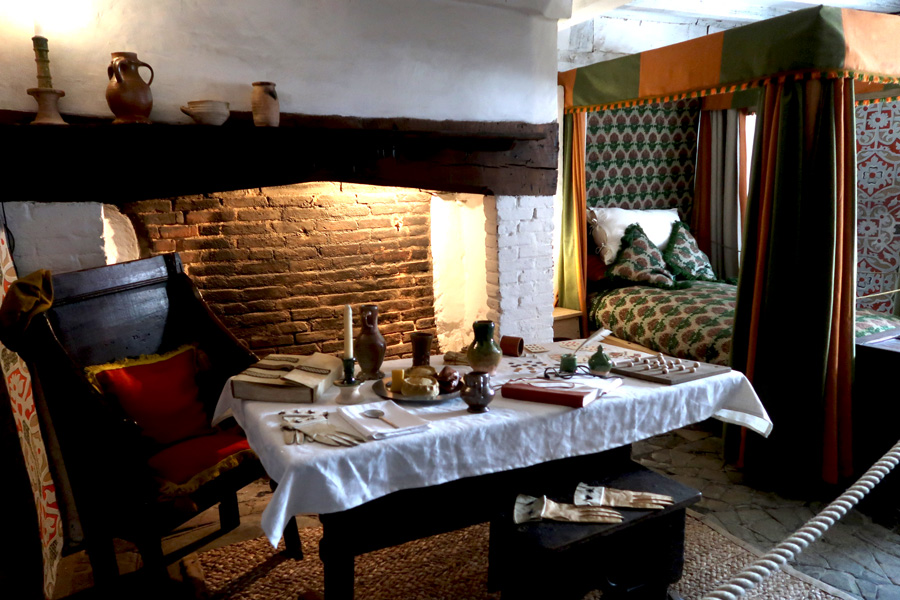 shakespeares-birthplace-interior